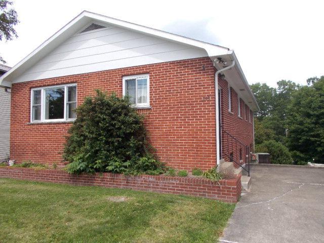 215 Edgewood Drive, Beckley, WV - USA (photo 2)