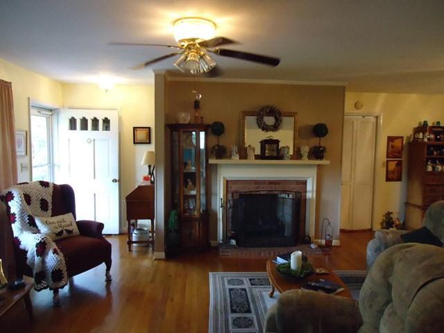 24 Booth Avenue, Oak Hill, WV - USA (photo 4)