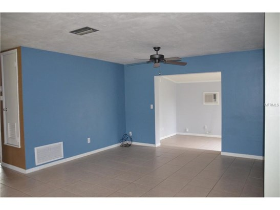 926 Saxon Blvd , Deltona, FL - USA (photo 4)