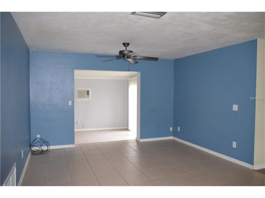 926 Saxon Blvd , Deltona, FL - USA (photo 5)