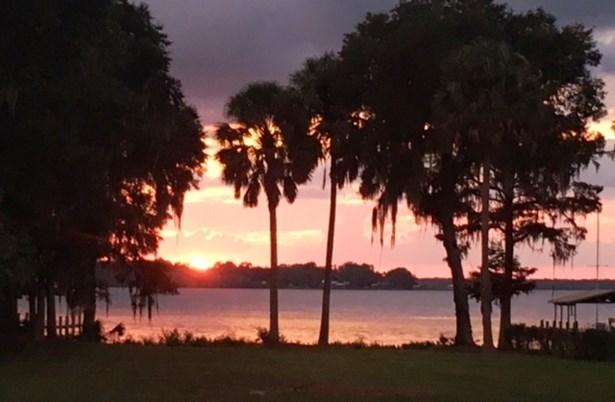 147 Grandview Dr , East Palatka, FL - USA (photo 1)