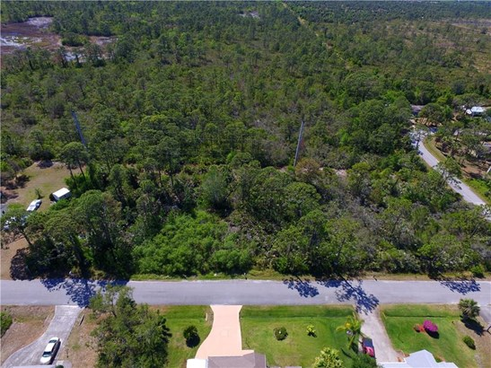 9722 Honeysuckle Drive , Micco, FL - USA (photo 3)