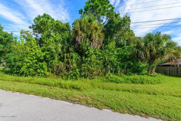 2081 Harbor Avenue, Palm Bay, FL - USA (photo 5)