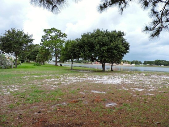 383 Egret Circle, Barefoot Bay, FL - USA (photo 4)