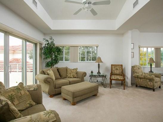 564 7th Square 201, Vero Beach, FL - USA (photo 1)