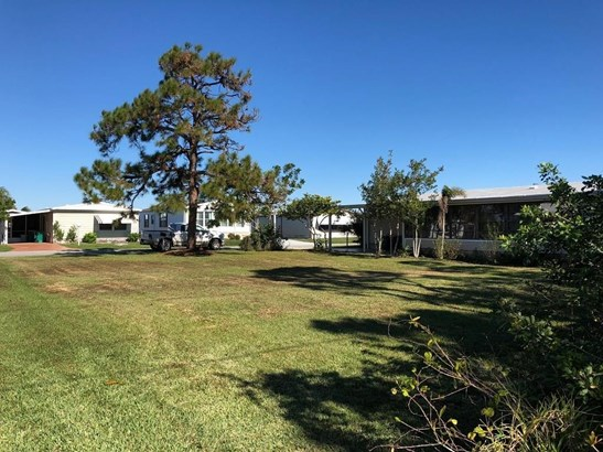 523 Egret Circle, Barefoot Bay, FL - USA (photo 3)