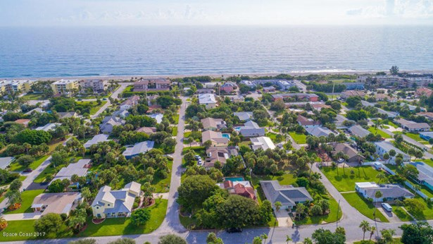 803 Shannon Avenue S, Indialantic, FL - USA (photo 2)