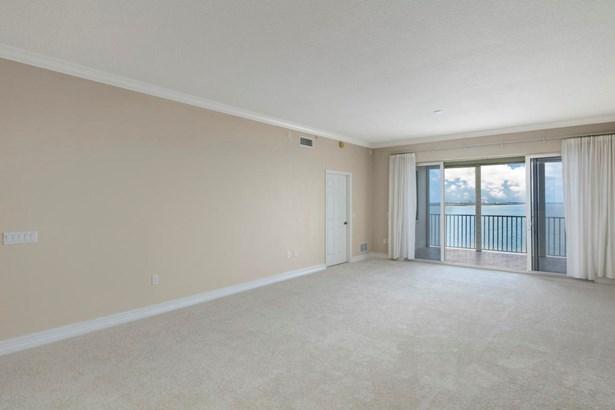 5 Indian River Avenue 1202, Titusville, FL - USA (photo 3)