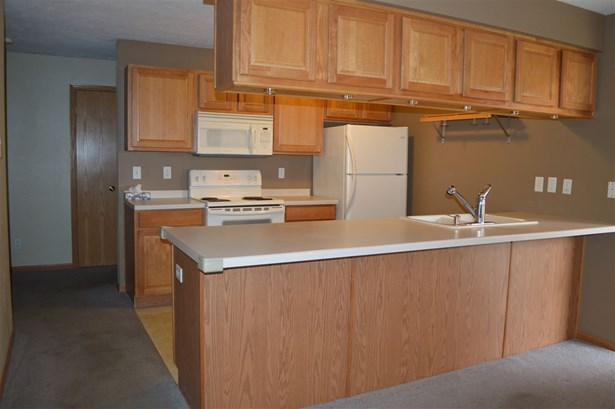 Condominium, Ranch Style - ROCKFORD, IL (photo 2)