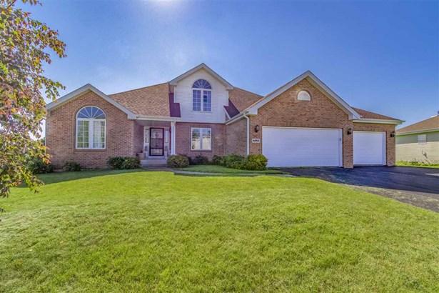 House, 2 Story - WINNEBAGO, IL