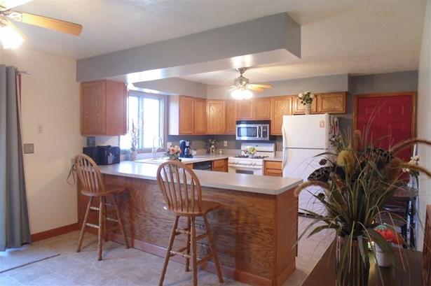 Tri/Quad/Multi-Level, House - ROSCOE, IL (photo 2)