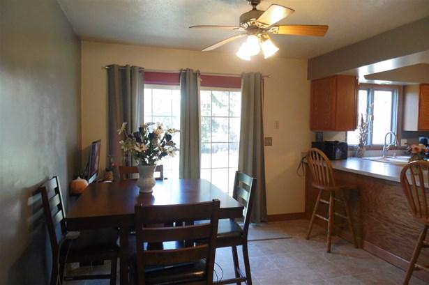 Tri/Quad/Multi-Level, House - ROSCOE, IL (photo 3)