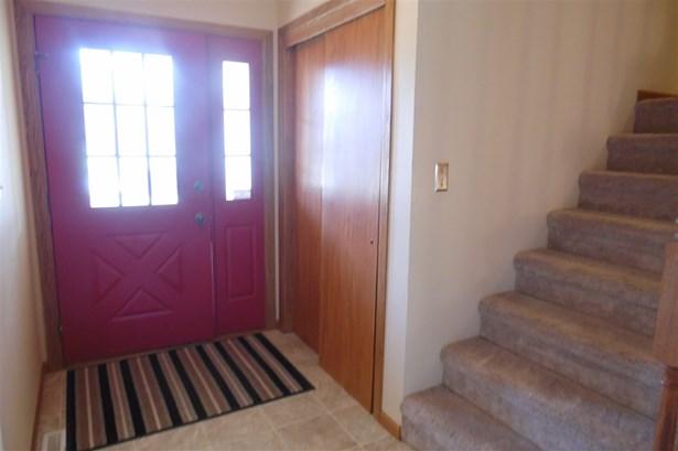 Tri/Quad/Multi-Level, House - ROSCOE, IL (photo 5)