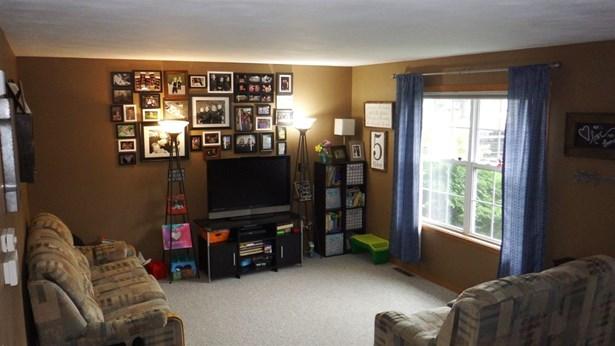 Tri/Quad/Multi-Level, House - BYRON, IL (photo 4)