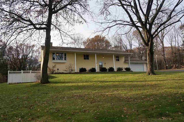 House, Bi-Level - DURAND, IL (photo 1)