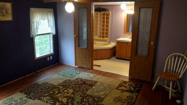 Mobile Home, House - LOVES PARK, IL (photo 2)