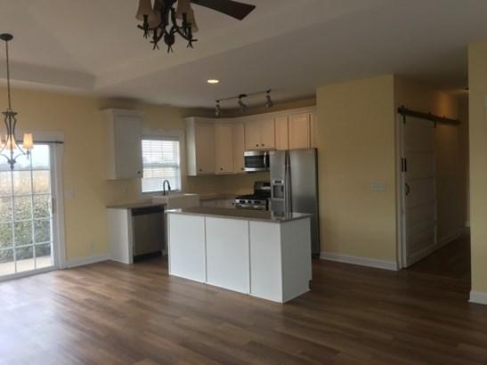 Condominium, First Floor - CHERRY VALLEY, IL (photo 4)