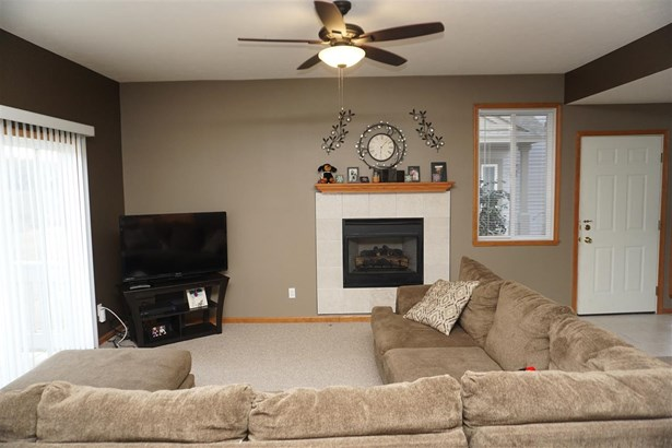 Townhouse, Condominium - MACHESNEY PARK, IL (photo 2)