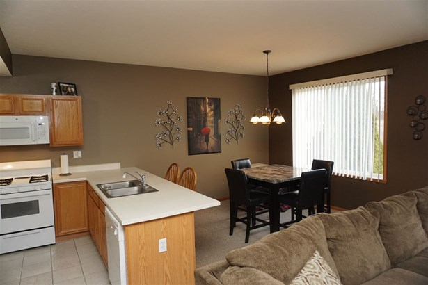 Townhouse, Condominium - MACHESNEY PARK, IL (photo 4)