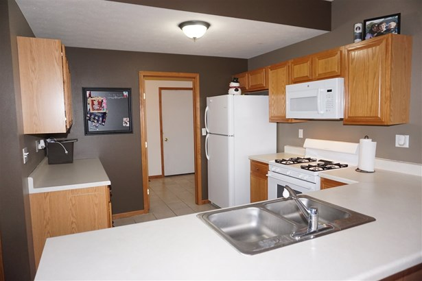 Townhouse, Condominium - MACHESNEY PARK, IL (photo 5)
