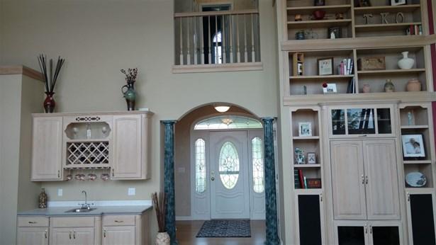 House, 2 Story - WINNEBAGO, IL (photo 3)