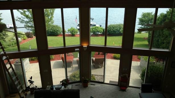 House, 2 Story - WINNEBAGO, IL (photo 4)