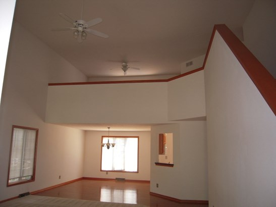 House, 2 Story - LOVES PARK, IL (photo 4)