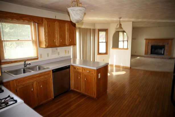 House, 2 Story - CHERRY VALLEY, IL (photo 4)
