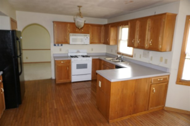 House, 2 Story - CHERRY VALLEY, IL (photo 5)