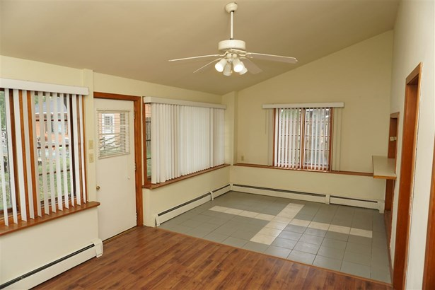 House, 2 Story - MACHESNEY PARK, IL (photo 4)