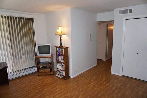 Condominium, First Floor - ROCKFORD, IL (photo 3)