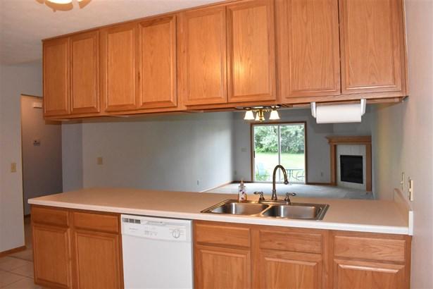 Condominium, Ranch Style - LOVES PARK, IL (photo 4)