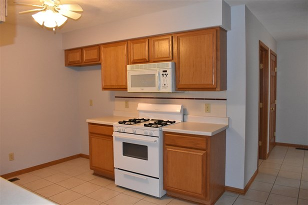 Condominium, Ranch Style - LOVES PARK, IL (photo 5)