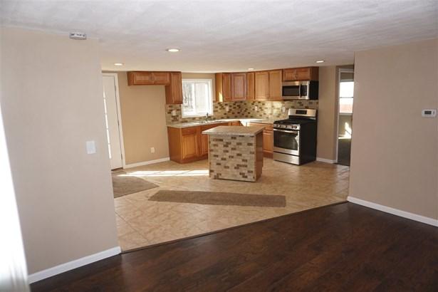 1.5 Story, House - ROSCOE, IL (photo 4)