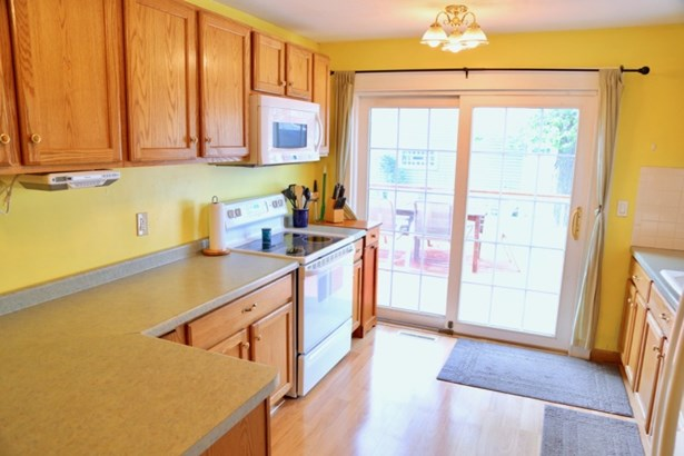 Kitchen w/ Patio Doors (photo 4)
