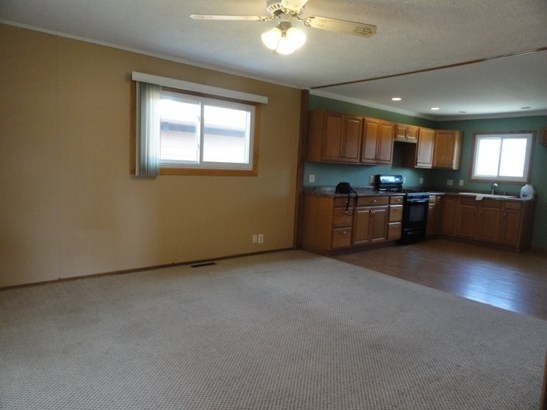 GREAT ROOM TO KITCHEN (photo 5)