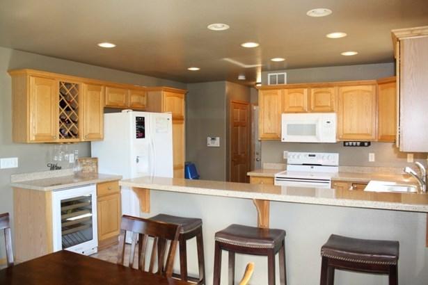 Fully Loaded Kitchen (photo 3)