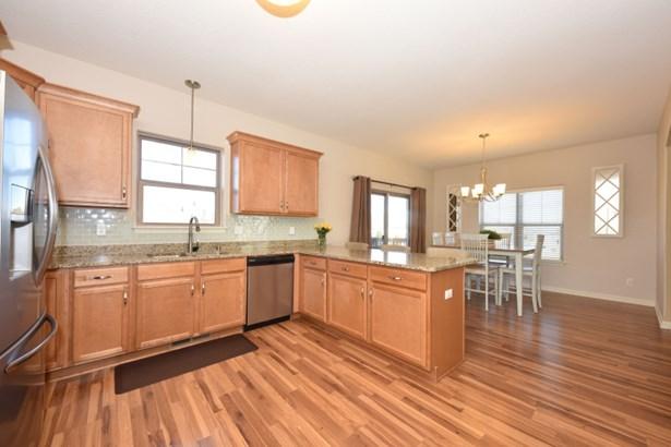 Spacious kitchen (photo 4)