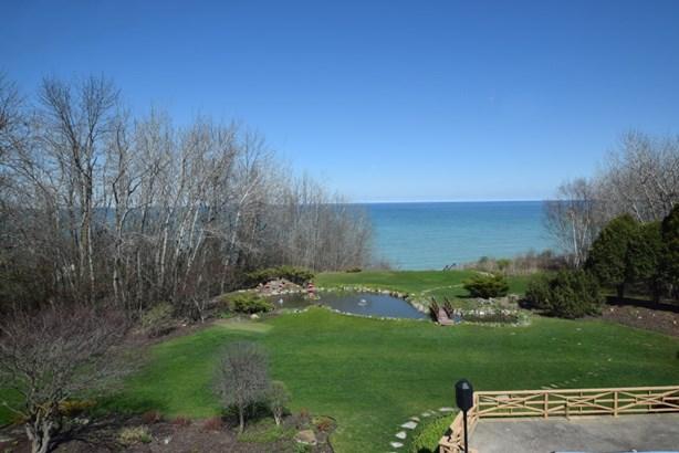 Overlooking Lake Michigan (photo 1)