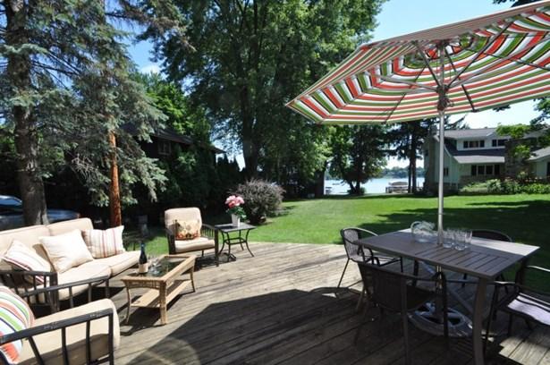 Deck overlooks Lake (photo 5)