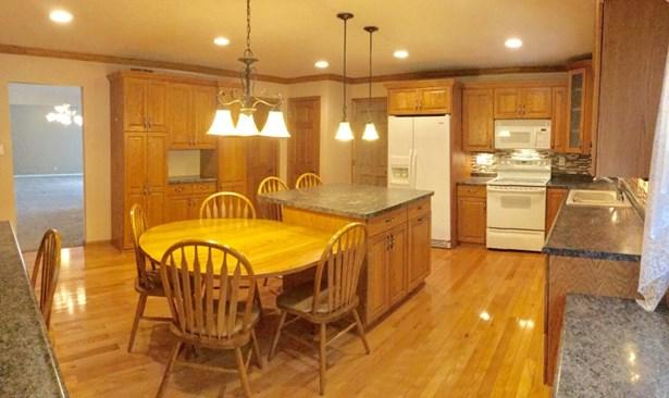 Xtra large remodeled kitchen (photo 1)