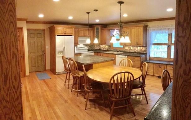 Xtra large remodeled kitchen (photo 2)