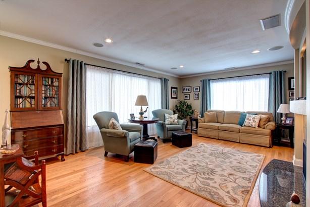 Bright Living Room (photo 4)
