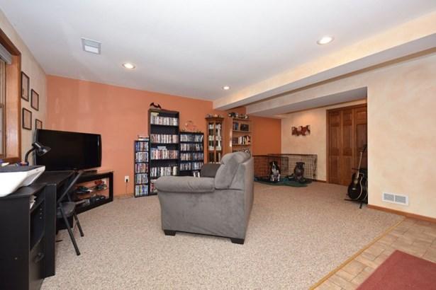 Maiin floor family room (photo 4)