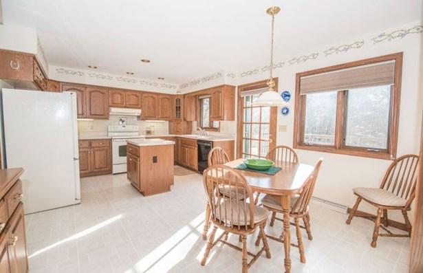 Bright & Sunny Kitchen (photo 3)