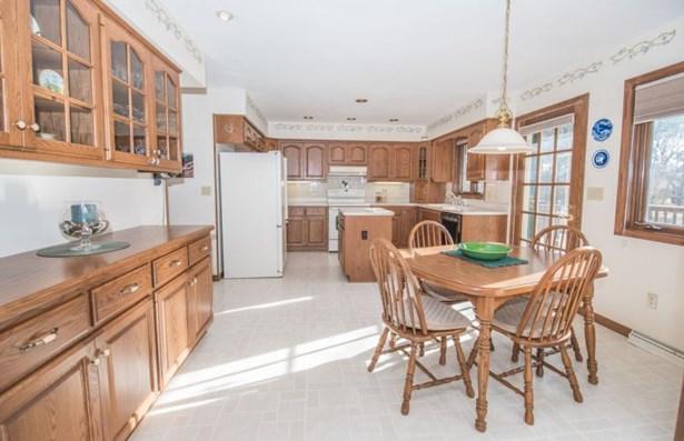Open-Concept Kitchen (photo 4)