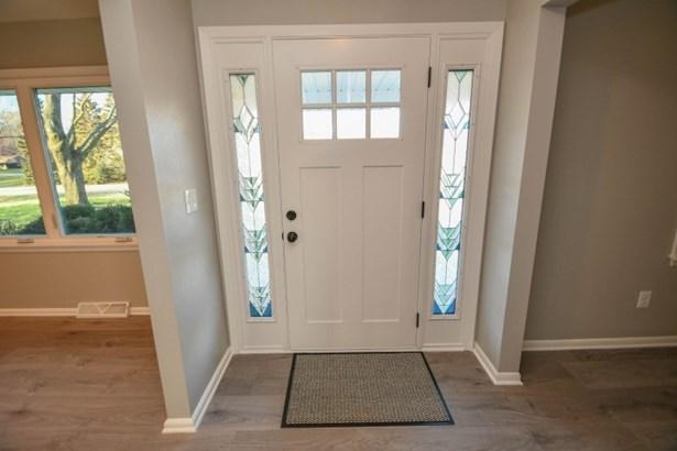 Beautiful Entry Door (photo 4)