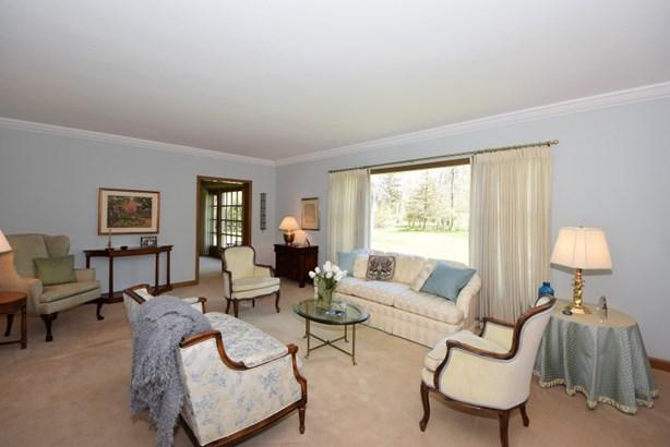 Huge Living Room (photo 2)