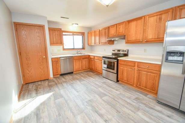Kitchen with SS Appliances (photo 4)