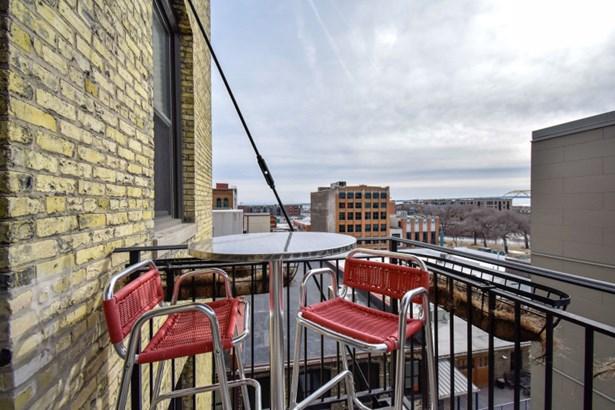 Balcony (photo 4)